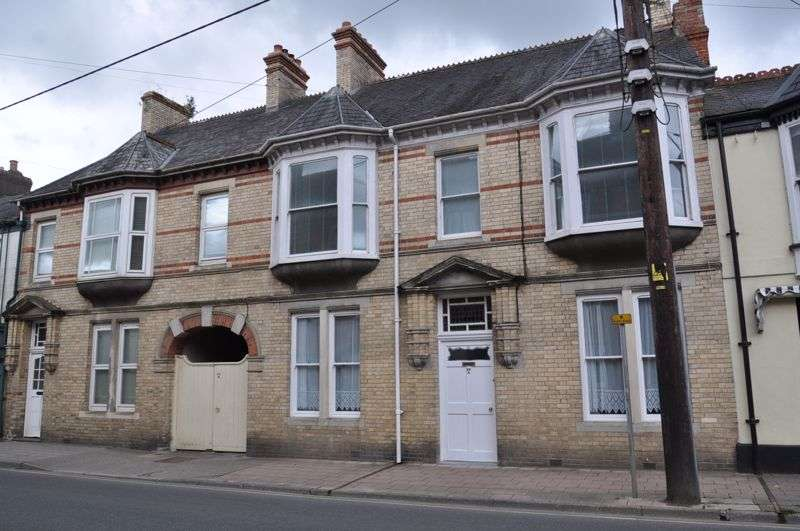 2 Bedrooms Property for rent in South Street, South Molton