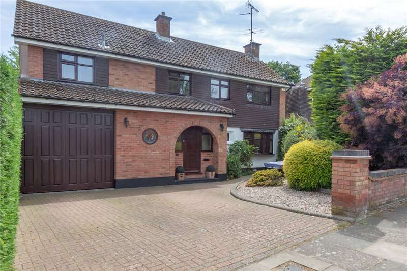 4 Bedrooms Detached House for sale in Woodlands Park, Leigh-on-Sea, Essex, SS9