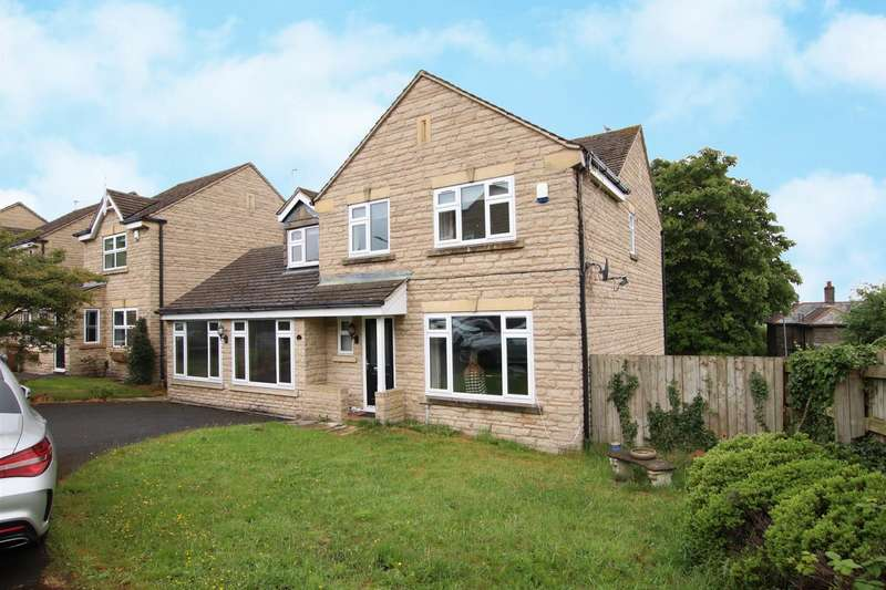 5 Bedrooms Detached House for sale in Greencroft Close, Idle, Bradford