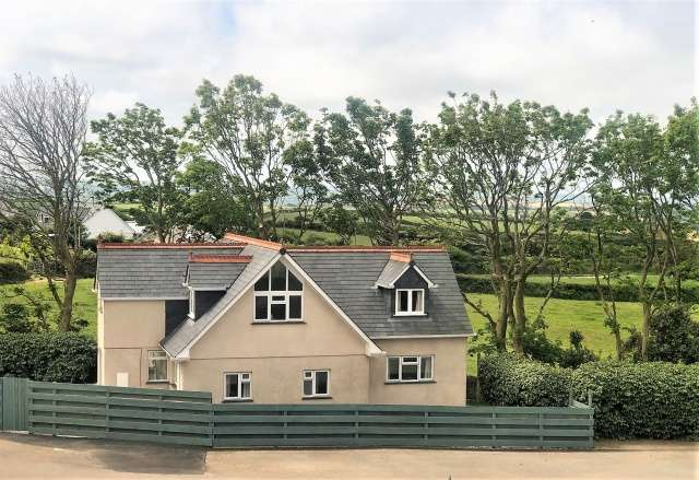 4 Bedrooms Detached House for sale in Coach House