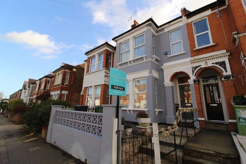 3 Bedrooms Terraced House for sale in West Road, Westcliff-On-Sea, Essex, SS0