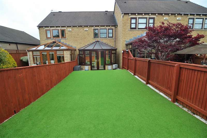 3 Bedrooms Town House for sale in Highfield Court, Liversedge