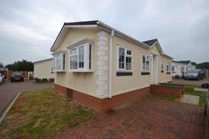 2 Bedrooms Mobile Home for sale in Hawk Hill, Battlesbridge, Chelmsford