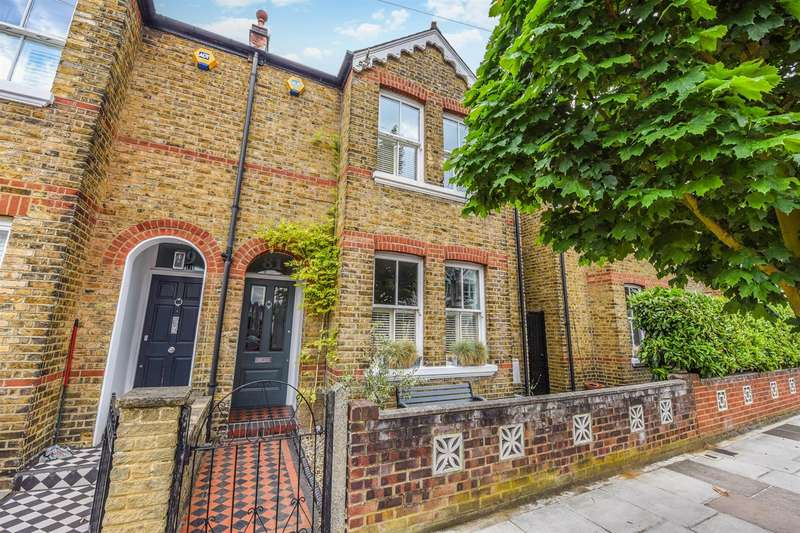 4 Bedrooms Semi Detached House for sale in Winchester Road, St Margarets