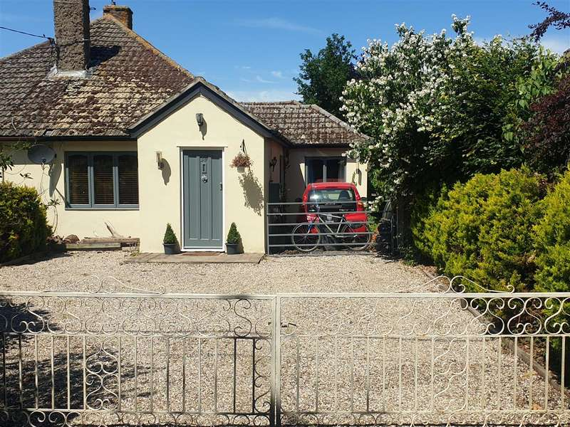 3 Bedrooms Bungalow for sale in Pilcox Hall Lane, Tendring