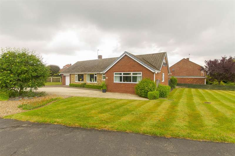 4 Bedrooms Detached Bungalow for sale in Wrenpark Road, Wingerworth, Chesterfield