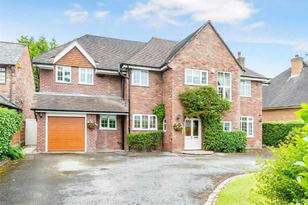 5 Bedrooms Detached House for sale in Delahays Drive, Hale