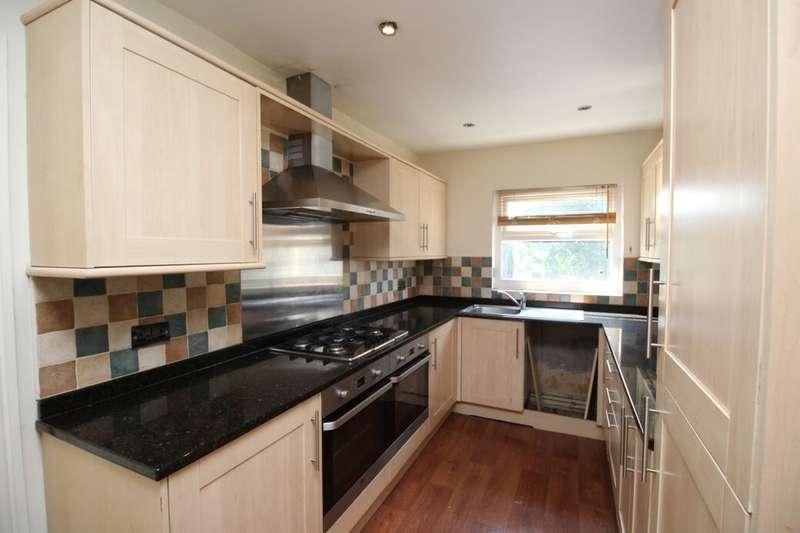 3 Bedrooms Flat for rent in Spen Lane, Gomersal, Cleckheaton, BD19