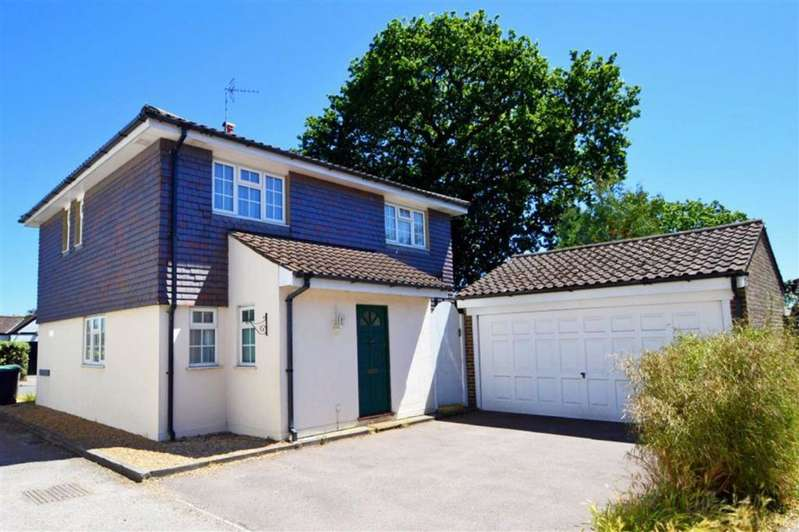 4 Bedrooms Detached House for rent in Oakleigh Rise, Epping