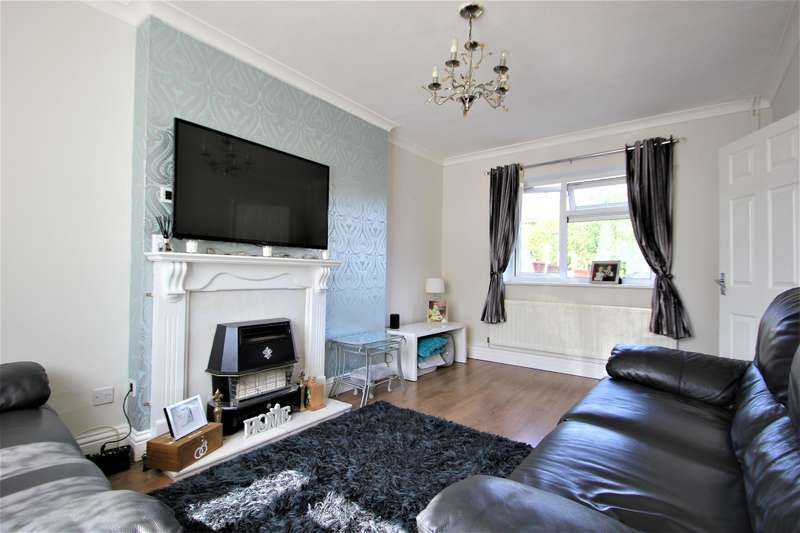 2 Bedrooms Terraced House for sale in Cross Road , Collier Row , Essex, RM7 8EA