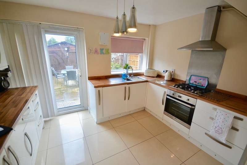 3 Bedrooms Terraced House for sale in Frederick Banting Close, Netherton, Netherton, L30