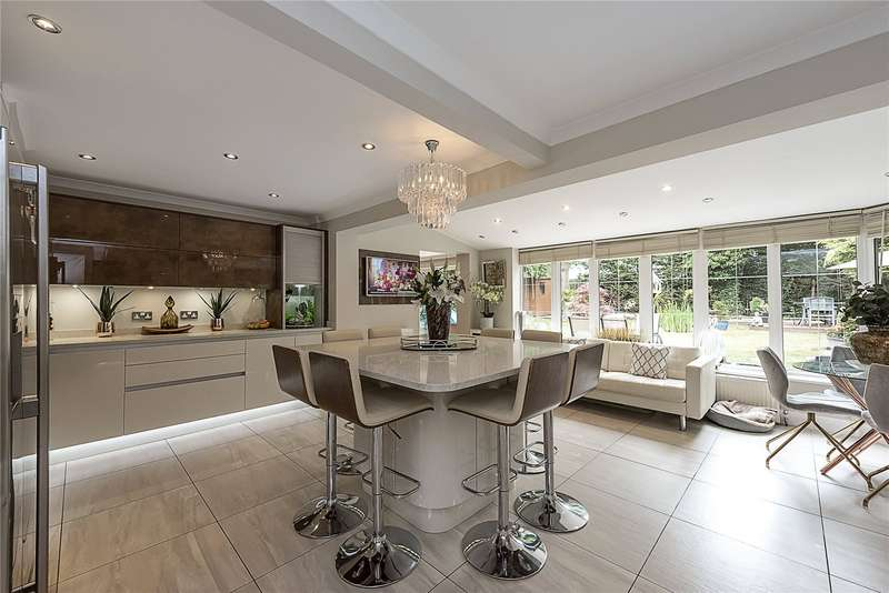 5 Bedrooms Detached House for sale in Barnsway, Kings Langley, Hertfordshire, WD4