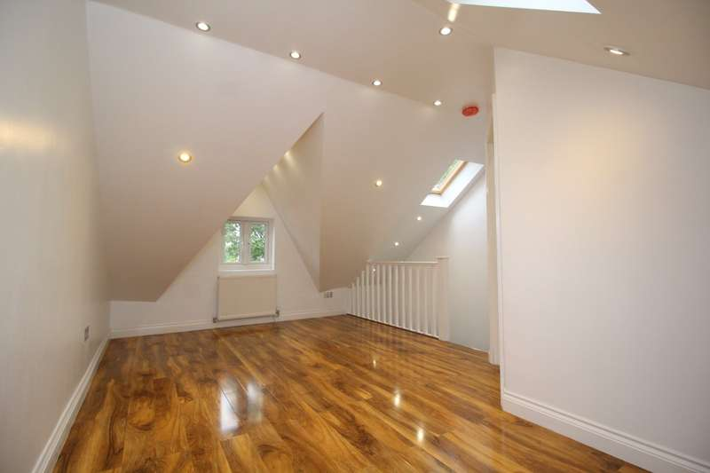 2 Bedrooms Maisonette Flat for sale in Upper Luton Road, Chatham, Kent, ME5