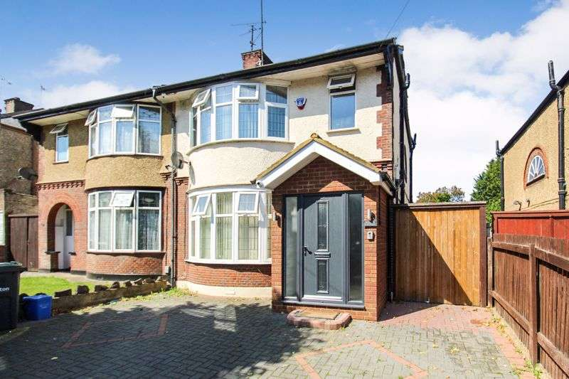 4 Bedrooms Property for sale in St. Monicas Avenue, Luton