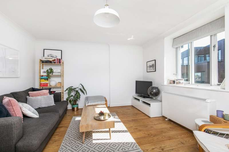 1 Bedroom Flat for sale in The Weirs, Chesil Street, Winchester, SO23