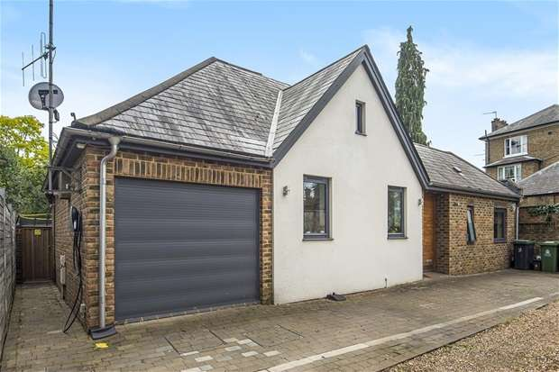 4 Bedrooms Detached House for sale in Catherine Road, Surbiton