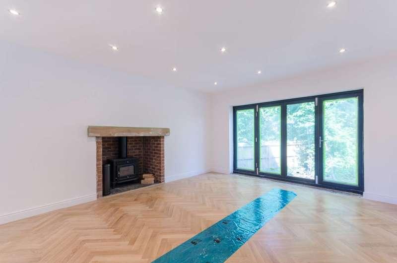 5 Bedrooms Detached House for sale in Vicarage Close, Worcester Park, KT4