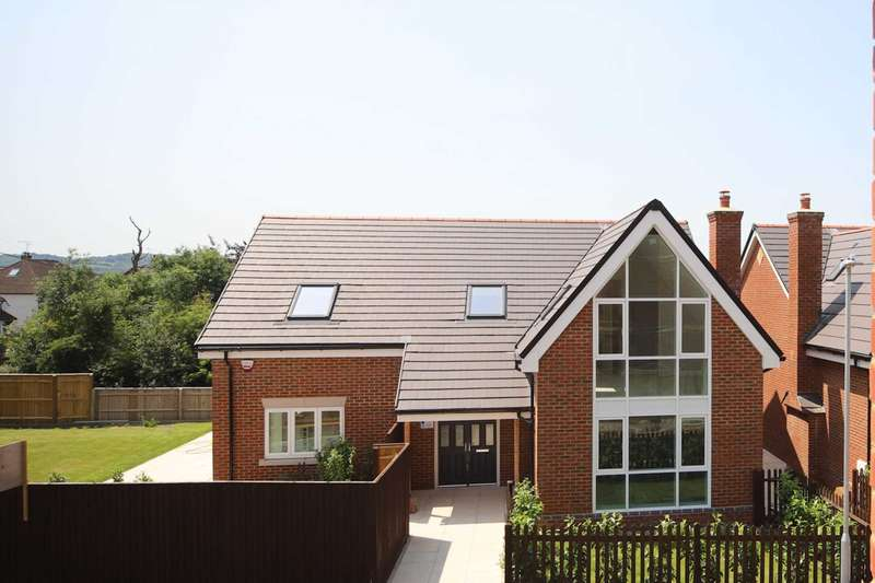 4 Bedrooms Detached House for sale in Goldsworth Road, Tring