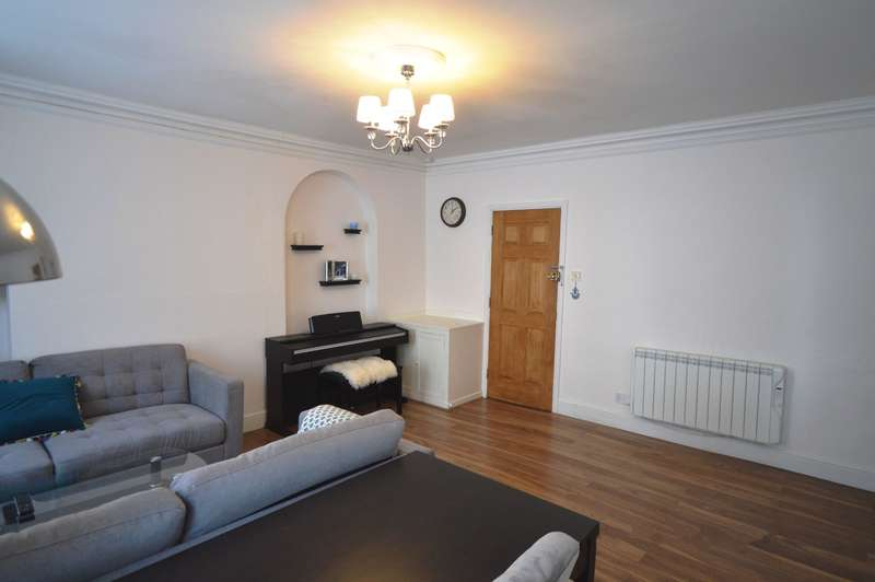 1 Bedroom Flat for sale in Dollar Street, Cirencester