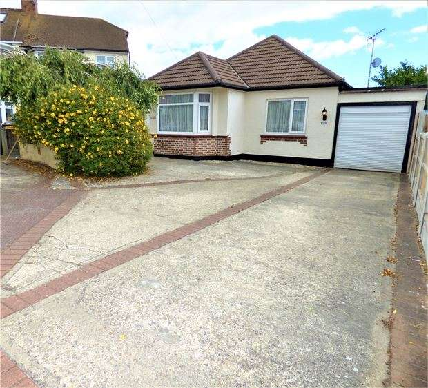 3 Bedrooms Detached Bungalow for sale in Irvington Close, Leigh on sea, Leigh on sea, Essex. SS9 4NJ