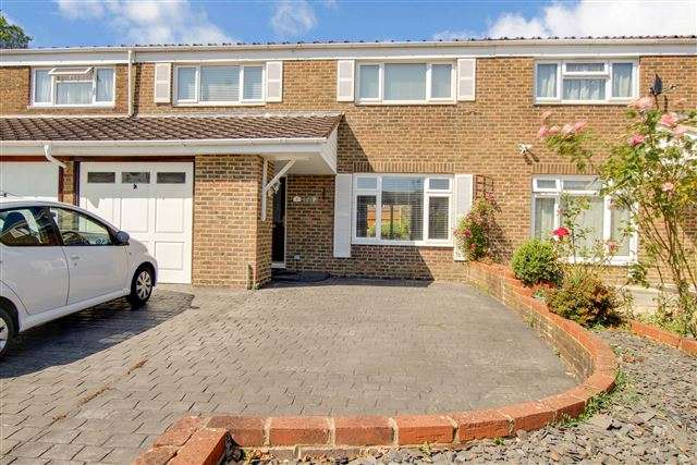 4 Bedrooms Terraced House for sale in Blackcap Close, Southgate, Crawley