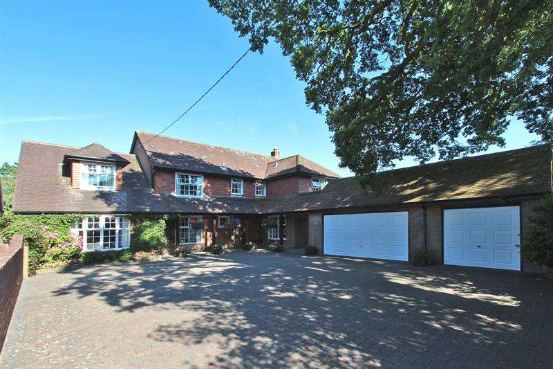 6 Bedrooms Detached House for sale in Adlams Lane, Sway, Lymington, Hampshire, SO41