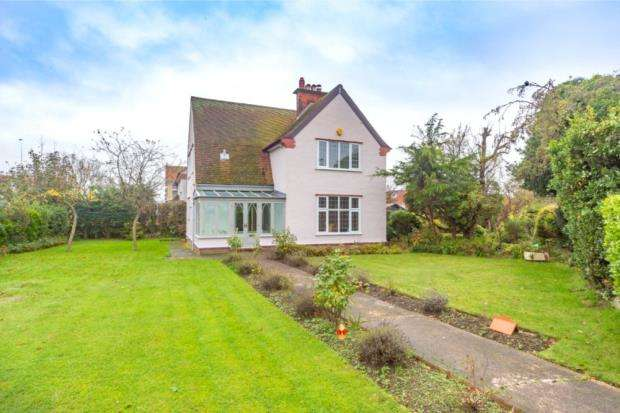 4 Bedrooms Detached House for sale in Wash Lane, Clacton-On-Sea