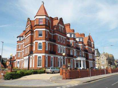 2 Bedrooms Flat for sale in 73 Marine Parade East, Clacton On Sea, Essex