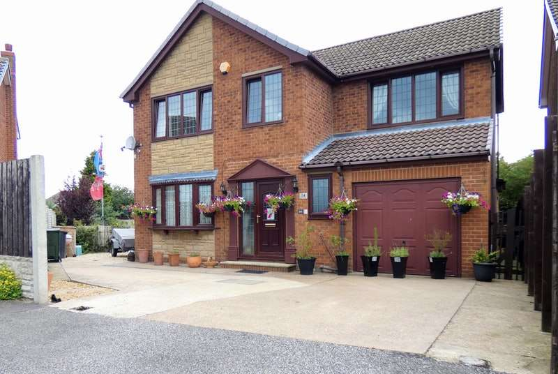 4 Bedrooms Detached House for sale in Sherwood Way, Barnsley, South Yorkshire, S72