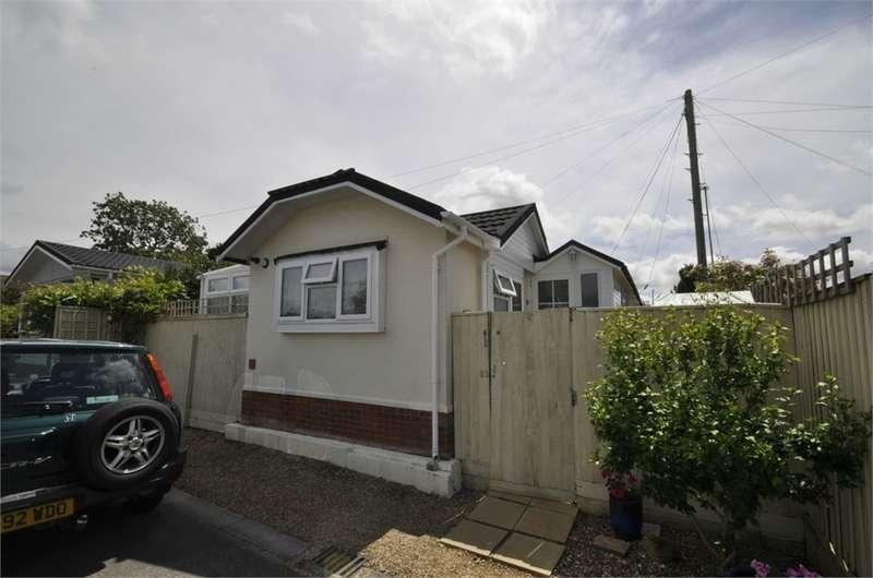 2 Bedrooms Park Home Mobile Home for sale in Stillwater Park, North Poulner Road, RINGWOOD, Hampshire