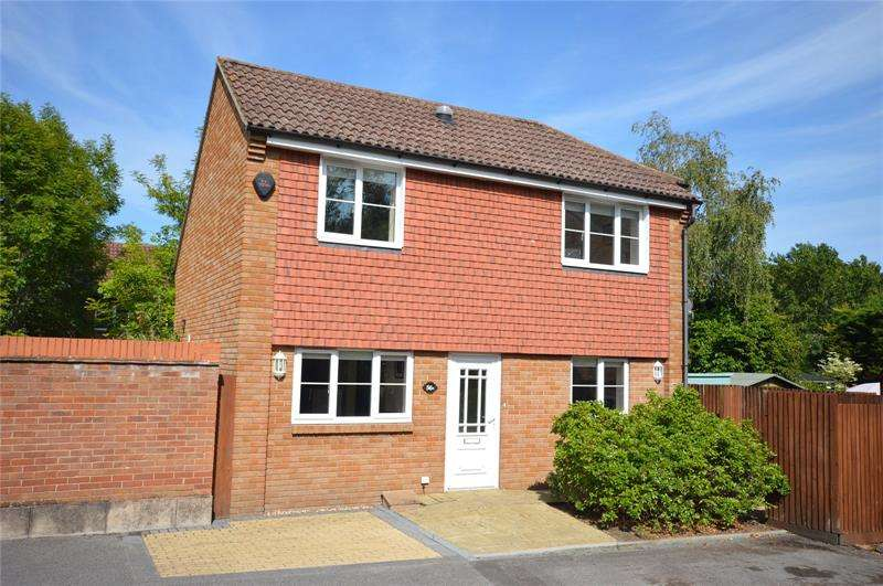 2 Bedrooms Detached House for sale in Bankhill Drive, Lymington, Hampshire, SO41