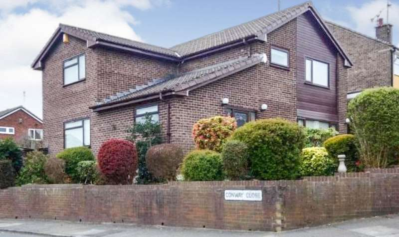 4 Bedrooms Detached House for sale in Cherwell Avenue, Heywood, Greater Manchester, OL10