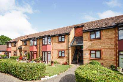 2 Bedrooms Flat for sale in Pitsea, Basildon, Essex