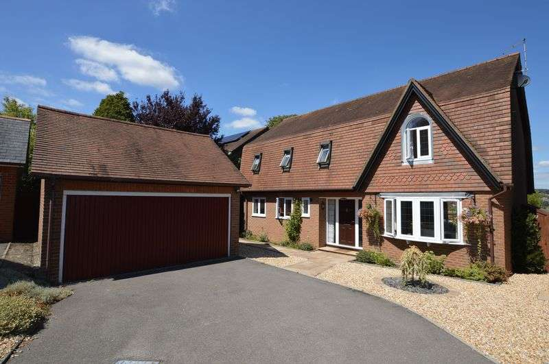 4 Bedrooms Property for sale in Ings Close, Alton, Hampshire