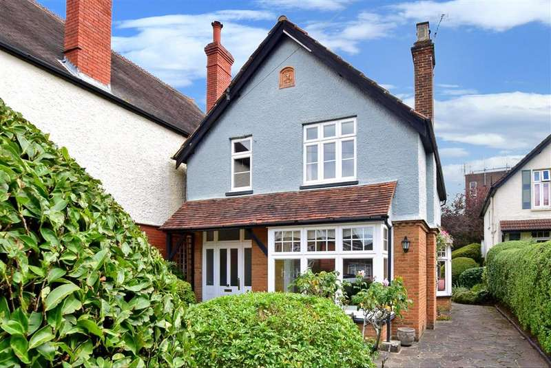 3 Bedrooms Detached House for sale in Lonsdale Road, , Dorking, Surrey