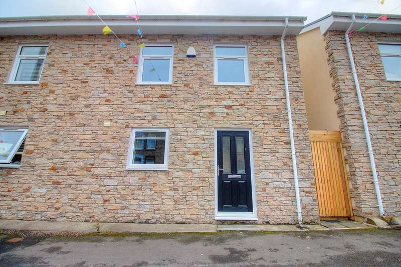 4 Bedrooms Semi Detached House for sale in Brynhyfryd Street, Cwmaman, Aberdare