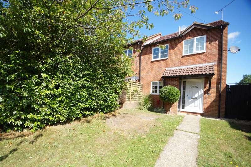 3 Bedrooms Semi Detached House for sale in Garnet Road, Bordon, Hampshire, GU35