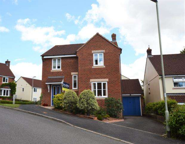 4 Bedrooms Detached House for sale in Southfield Drive, Crediton, Devon