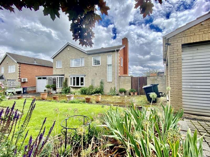4 Bedrooms Detached House for sale in Windsor Road, Rotherham, South Yorkshire, S61