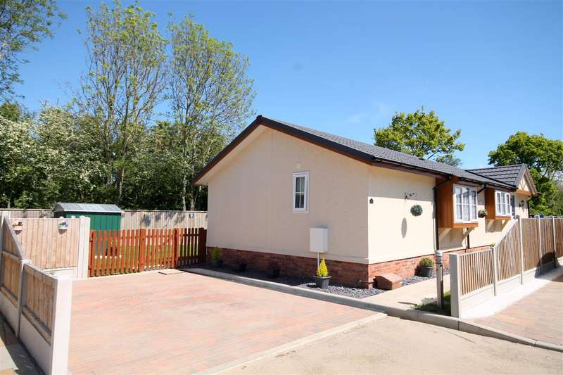 3 Bedrooms Park Home Mobile Home for sale in Oakleigh Park, Clacton Road, Weeley