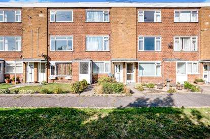 2 Bedrooms Flat for sale in Gosport, Hampshire, .