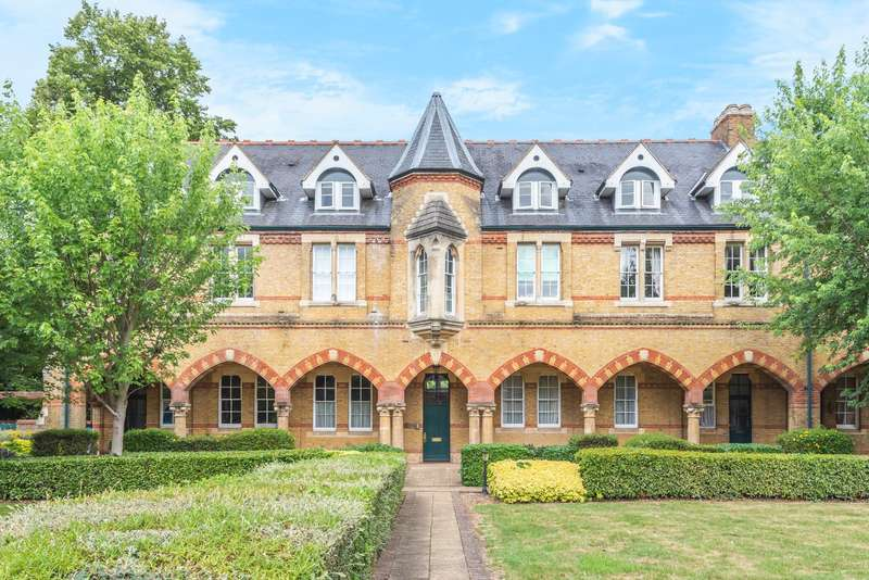 1 Bedroom Duplex Flat for sale in Andrew Reed Court, Keele Close, Watford, Hertfordshire, WD24