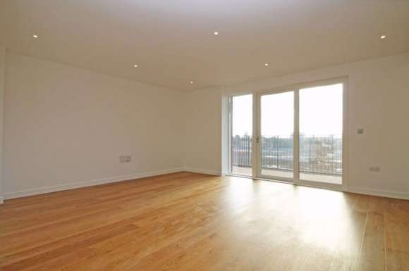 3 Bedrooms Flat for rent in 3 Bed, 2 Bath Flat in Reverence House, Colindale