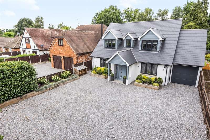 4 Bedrooms Detached House for sale in Barkham Ride, Finchampstead, Berkshire, RG40 4HA