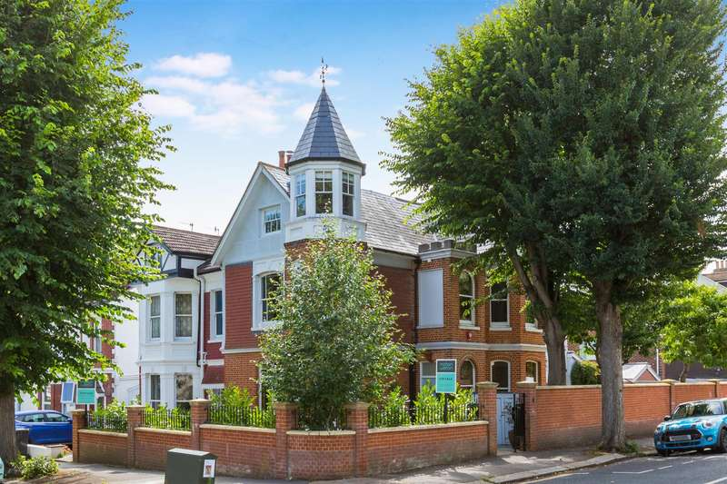 5 Bedrooms Semi Detached House for sale in Hove Park Villas, Hove