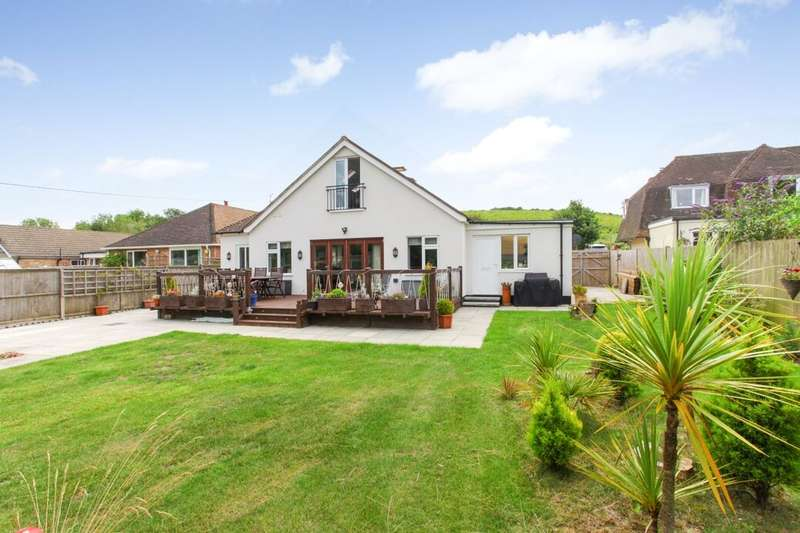4 Bedrooms Detached Bungalow for sale in Crete Road West, Folkestone, CT18