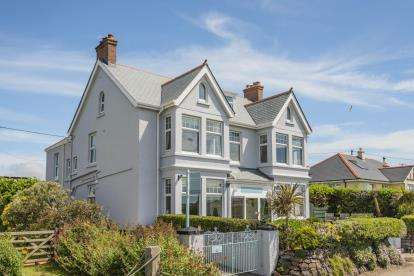 7 Bedrooms Detached House for sale in Helston, Cornwall