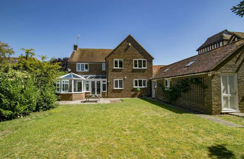5 Bedrooms Detached House for sale in South Stoke Road, Woodcote, Reading, RG8