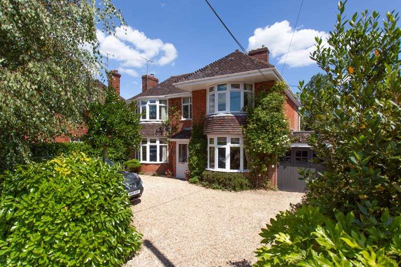 3 Bedrooms Property for sale in The Fairway, Devizes