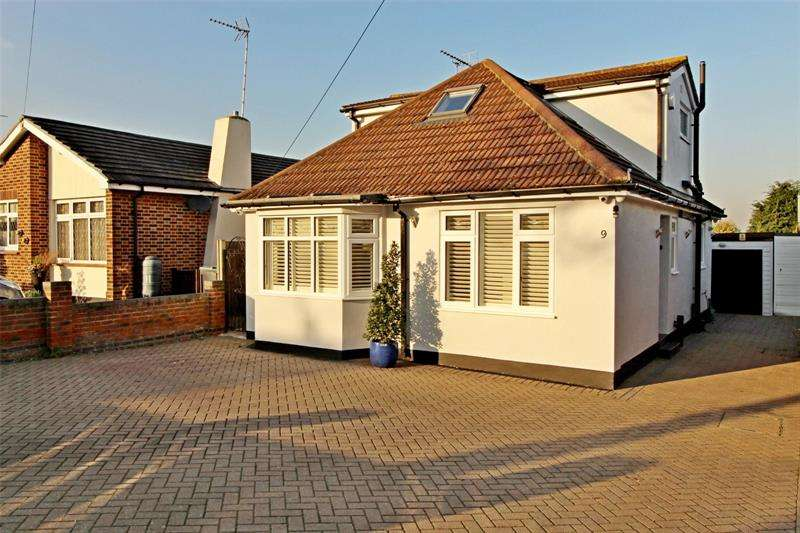 4 Bedrooms Bungalow for sale in Woodcutters Avenue, Leigh-On-sea, Essex, SS9